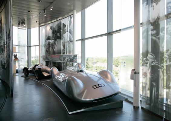 Das Audi Forum Ingolstadt bietet im September vielseitige Aktionen für Rennsportfans. Sowohl Erwachsene als auch Kinder erleben unvergessliche Triumphe aus Geschichte und Gegenwart im Audi museum mobile.  (Foto: Audi)