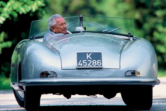"""1994 Ferry Porsche an seinem 85. Geburtstag im Porsche Typ 356 """"Nr. 1"""" (Foto: Porsche)"""