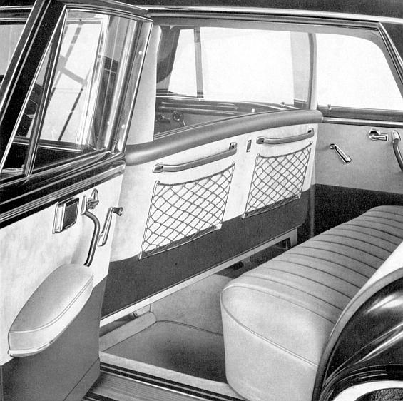 Mercedes-Benz Typ 300 SE lang mit Trennscheibe aus dem Jahr 1963 (Foto: Daimler)