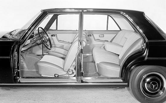 Mercedes Benz 300 SE W112 Seitenansicht ohne Türen zur Illustration der Fahrgastzelle (Foto: Daimler)
