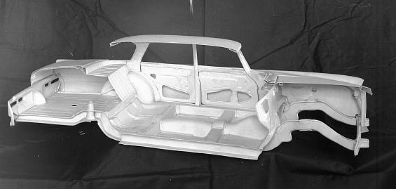 Mercedes-Benz Typ 220 SEb der Baureihe W 111, Modell der Karosserie; die gebogenen Längsträger ermöglichen die kontrollierte Deformierbarkeit der Knautschzonen. (Foto: Daimler)