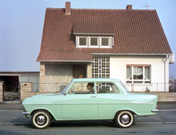 Die Opel Kadett A Limousine traf den Zeitgeist und war für viele Autofahrer ein weiterer Aufstieg in ihrer Autofahrerkarriere (Foto: Opel)