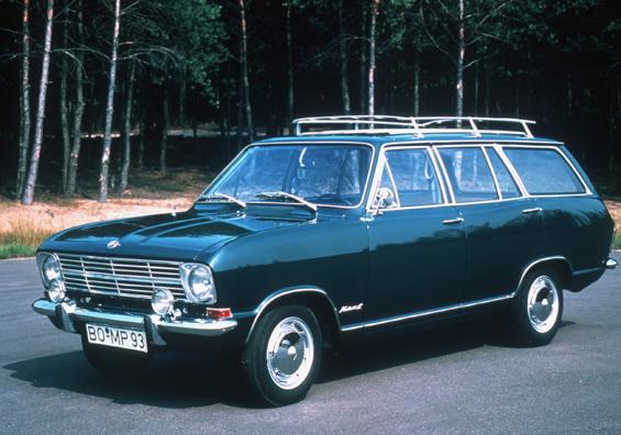 Der Opel Kadett B Caravan bietet noch viel mehr Platz (Foto: Opel)