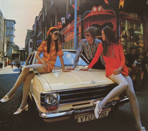 Werbefoto für den Opel Kadett B: Das Fahrzeug für die moderne, junge Generation (Foto: Opel)