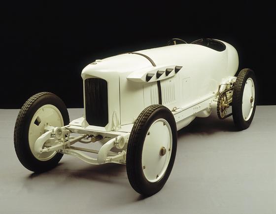 """Der Benz 200 PS, genannt """"Blitzen-Benz"""", in der Rekordwagen-Ausführung. Auf einem solchen Fahrzeug war Victor Hémery mit 205,666 km/h am 8. November 1909 auf der Brooklandsbahn der schnellste Mensch auf Erden. (Foto: Daimler)"""