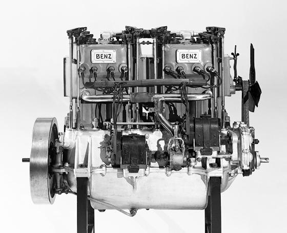 """50 Pferdestärken aus jedem Zylinder: Der Benz-Rennmotor von 1911 kam im legendären Rekordwagen Benz 200 PS zum Einsatz, der in der Umgangssprache als """"Blitzen-Benz"""" bekannt ist. (Foto: Daimler)"""