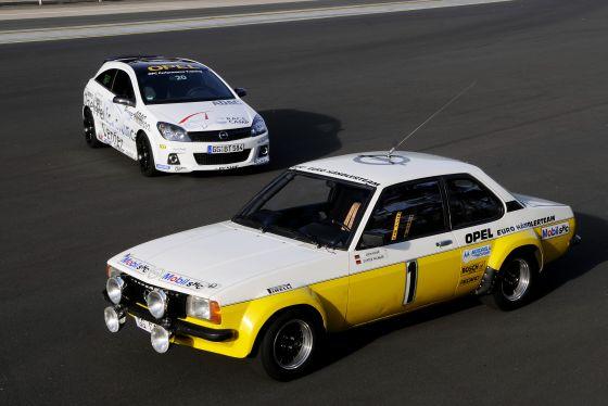 Der Opel Ascona B, Baujahr 1979, holte aus 2-Liter Hubraum 186 PS und erreichte, je nach Übersetzung, Höchstgeschwindigkeiten zwischen 150 und 200 km/h. Der aktuelle 2.0-Liter Astra OPC im Hintergrund leistet 240 PS und ist 244 km/h schnell. (Foto: Opel)