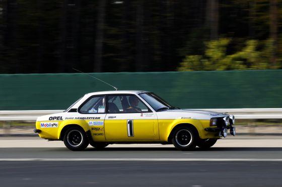 Die Kampfspuren an der Karosserie des einstigen Dienstwagens von Jochi Kleint wurden nie entfernt. (Foto: Opel)