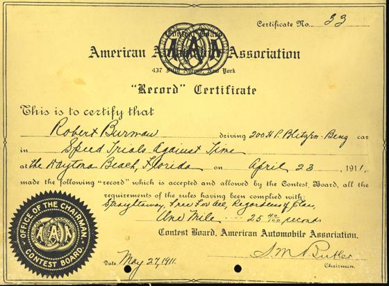 """Die """"American Automobile Association"""" bescheinigt, daß Robert Burman auf dem 200-PS Blitzen-Benz in den Schnelligkeitsrennen zu Daytona Beach, Florida am 23. April 1911 folgenden Rekord aufgestellt hat: 1 Meile fliegender Start in 25 40/100 Sekunden.  (Foto: daimler)"""