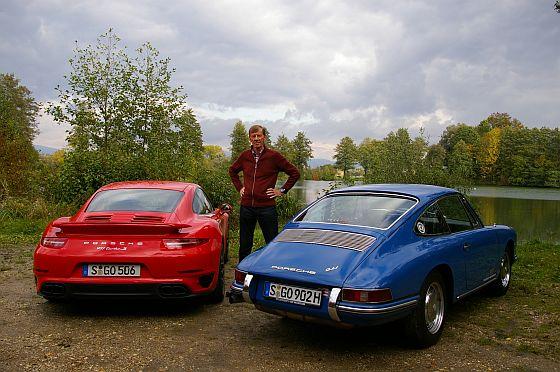 Motorsport-Legende Walter Röhrl gratuliert dem Elfer zum 50. Geburtstag. (Foto: ProSieben MAXX Matthias Meyer)