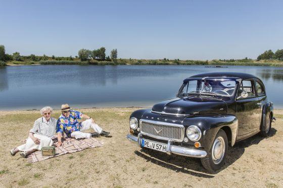 Volvo PV 444, Baujahr 1957, mit Bewohnern vom QualiVita Senioren- und Pflegeheim, Ilsede (Foto: QualiVita AG/Christian Bierwagen)